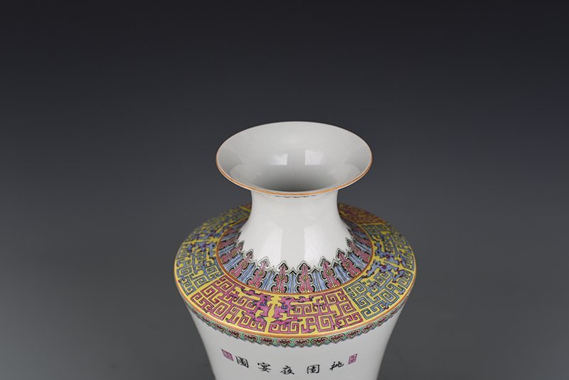 Chinese Qing Dynasty Period Porcelain Vase - 9