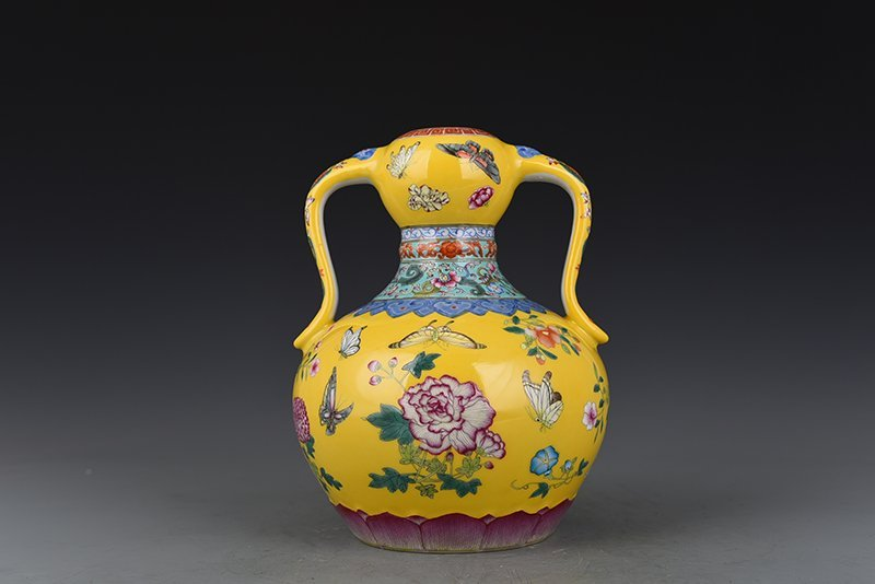 Chinese Qing Dynasty Period Porcelain Vase - 3