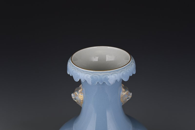 Chinese Qing Dynasty Period Porcelain Vase - 4