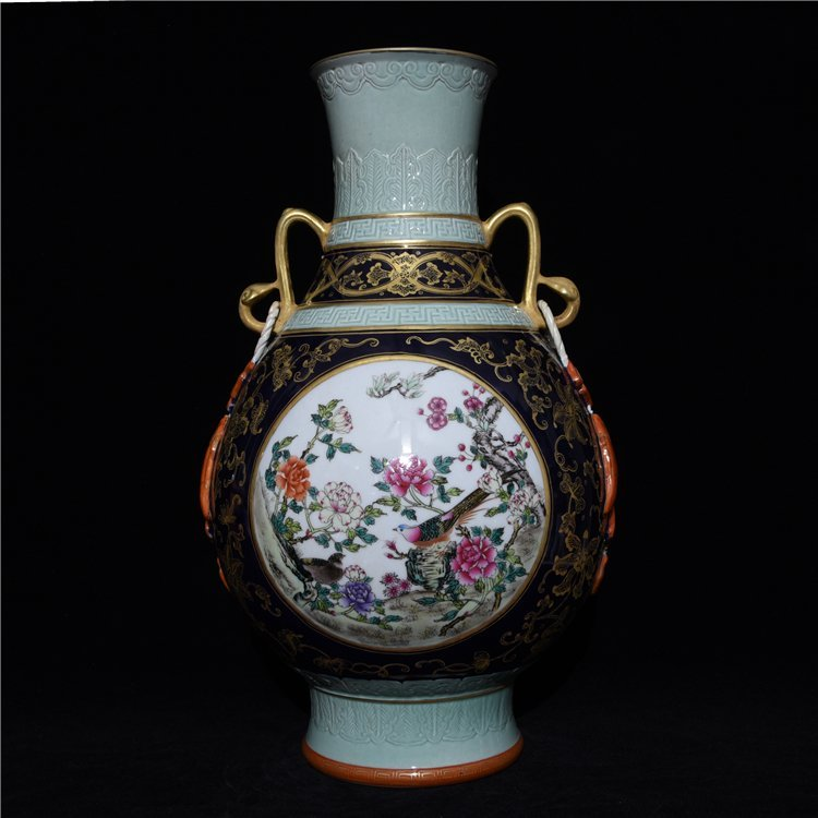 Chinese Old Period Porcelain Vase