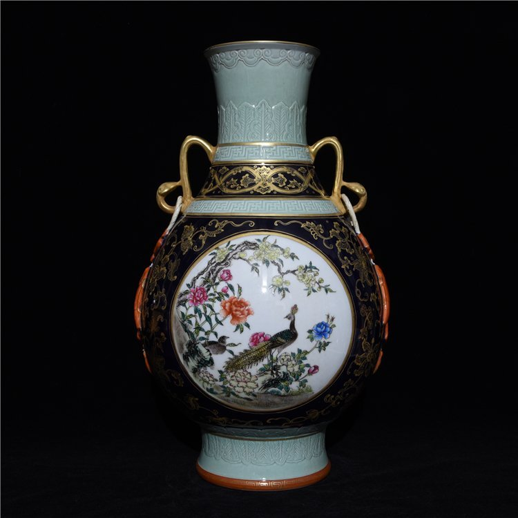 Chinese Old Period Porcelain Vase - 2