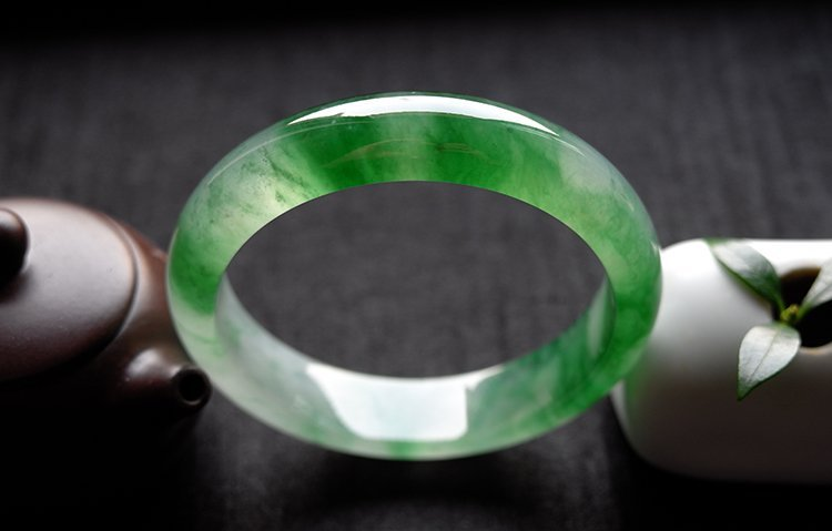Natural Emerald Jadeite Jade Bangle