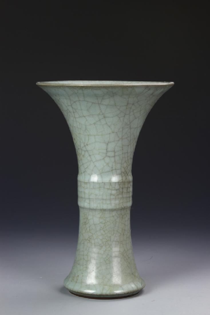 Chinese Antique Lung Quan Yao Gu Vase
