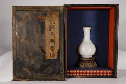 China, Guan Yao Shangping Vase