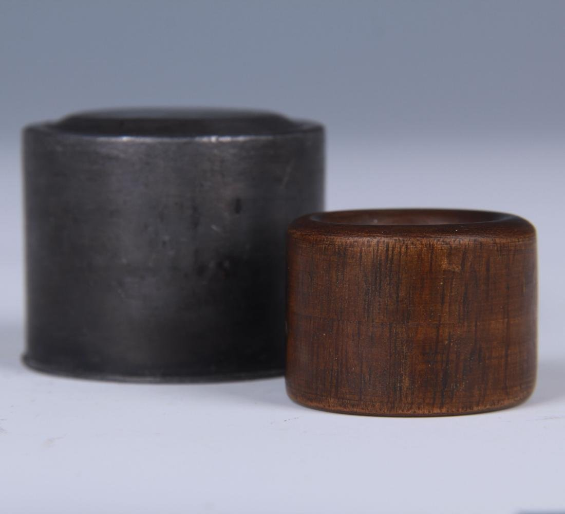CHINESE CHENXIANG WOOD THUMB RING WITH TIN BOX