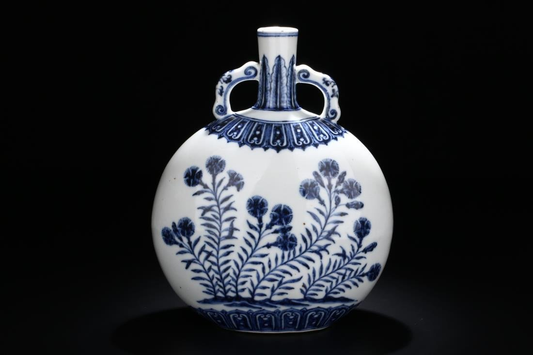 CHINESE BLUE & WHITE FLORAL PATTERN MOON VASE