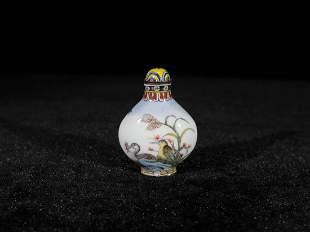 ENAMEL DECORATED BIRD PORCELAIN SNUFF BOTTLE