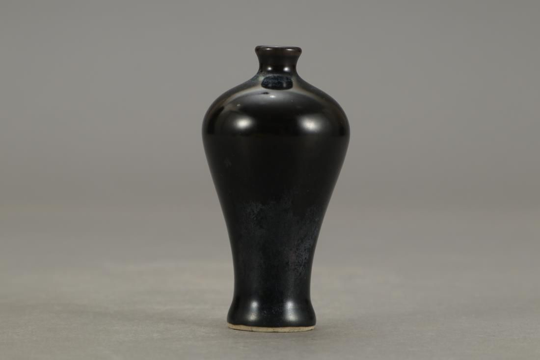 MONOCHROME BLACK GLAZED PORCELAIN SNUFF BOTTLE
