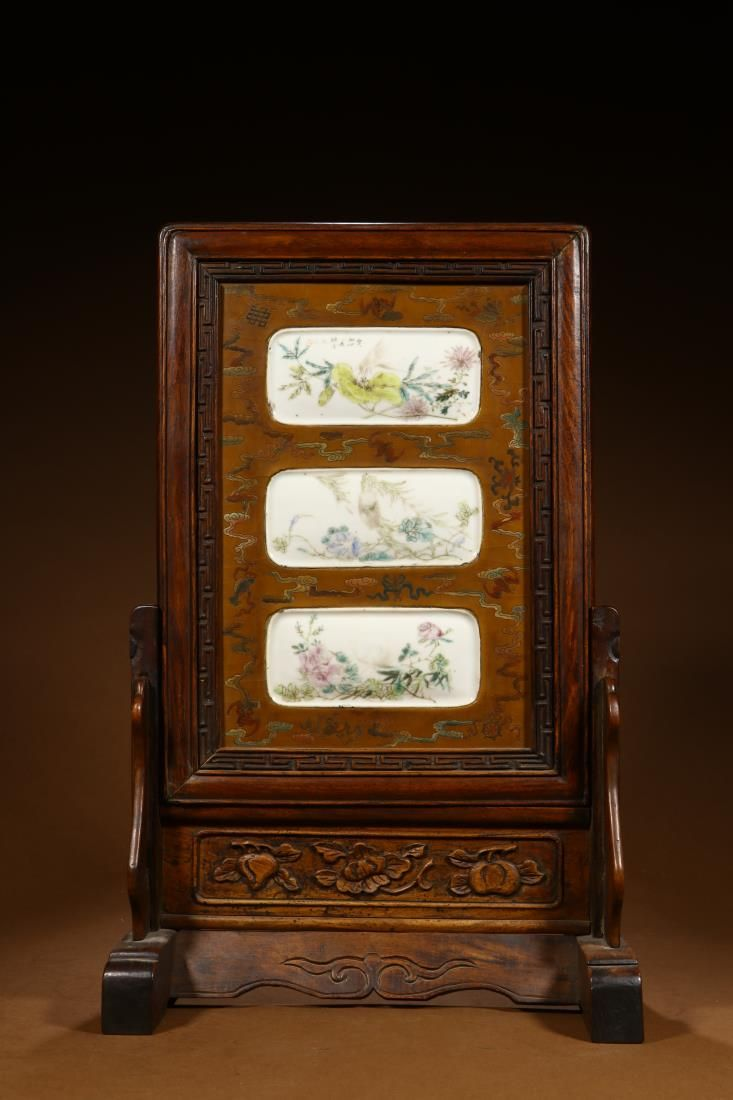 FAMILLE ROSE PORCELAIN INLAID ROSEWOOD TABLE SCREEN