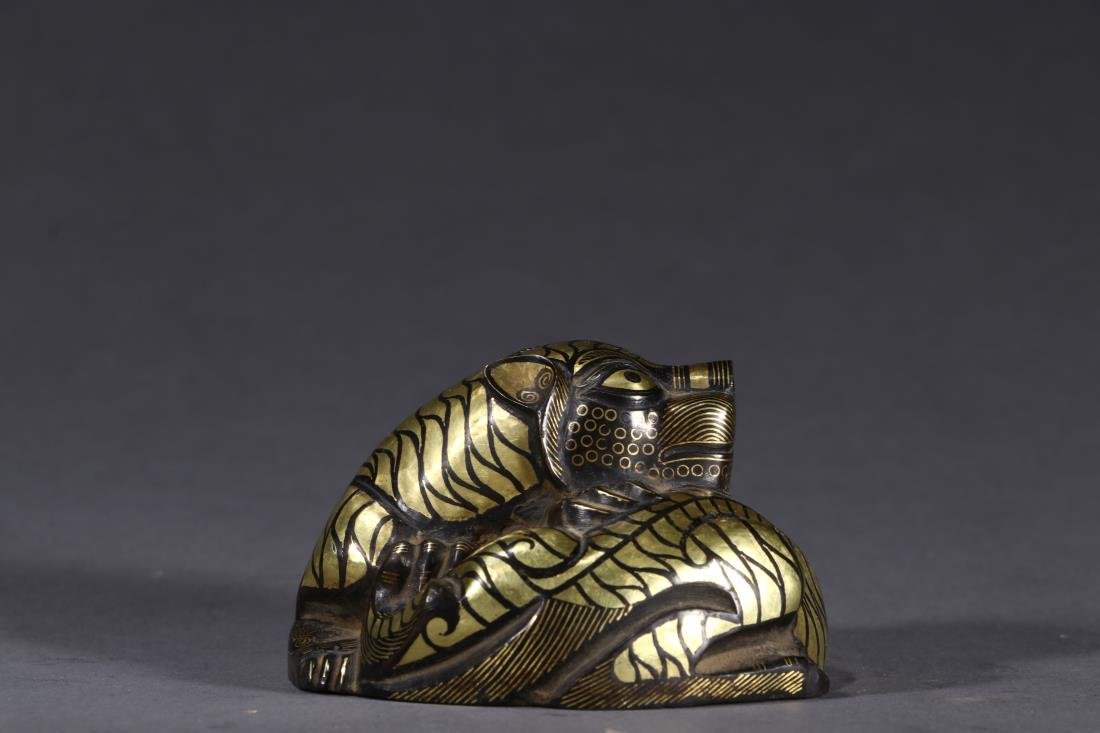 A CHINESE GOLD INLAID COPPER 'TIGER' PAPERWEIGHT