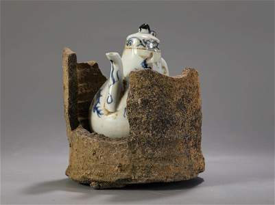 A BLUE AND WHITE 'DRAGON' EWER IN SHELL