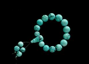A STRING OF YUNGAI TEMPLE TURQUOISE BEADS
