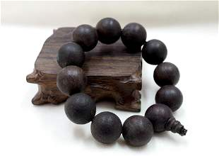 A STRING OF QINAN EAGLEWOOD BEADS