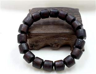 A STRING OF EIGHTEEN QINAN EAGLEWOOD BEADS