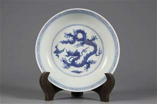A BLUE AND WHITE 'DRAGON' PORCELAIN PLATE