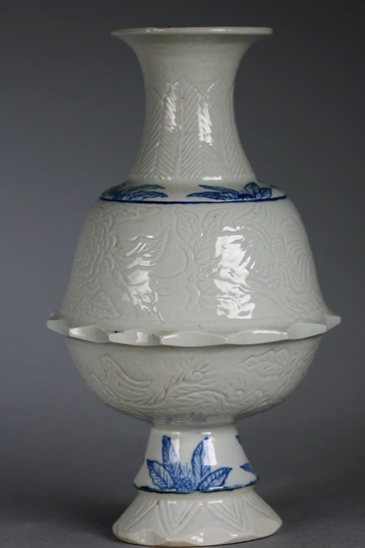 A Chinese Blue & White Porcelain Vase,Qing dynasty