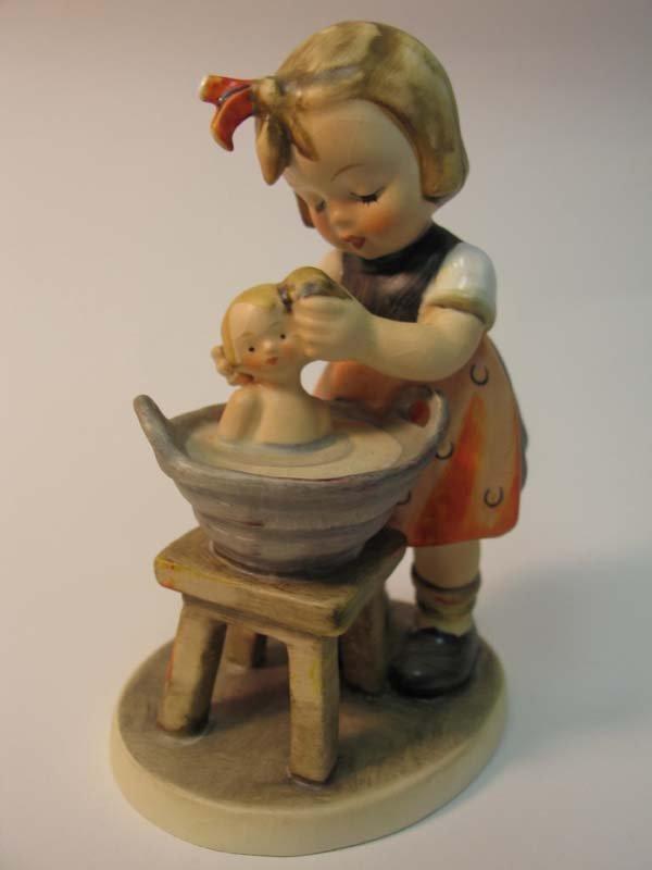21: Hummel:  Doll Bath, HUM319
