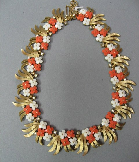 22: Floral Faux Coral and Gold Metal Necklace