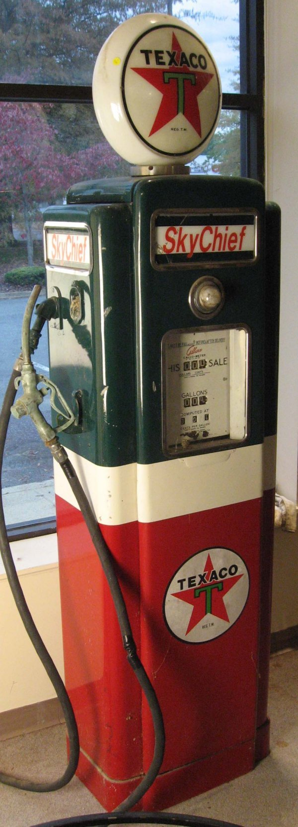 241: Texaco Gas Pump w/ Gilbarco Calco-meter