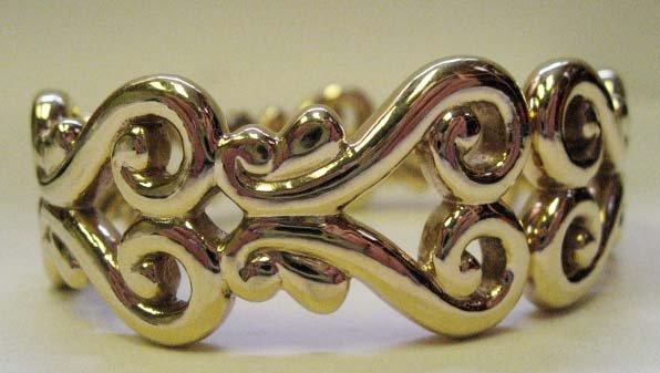 2031: 14k Yellow Gold Hollow Sprung-hinged Bracelet