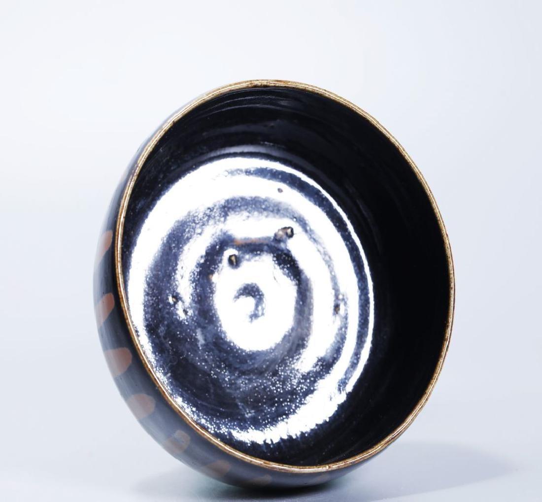 BLACK GLAZED BOWL WITH RUSTY FLOWER - 3