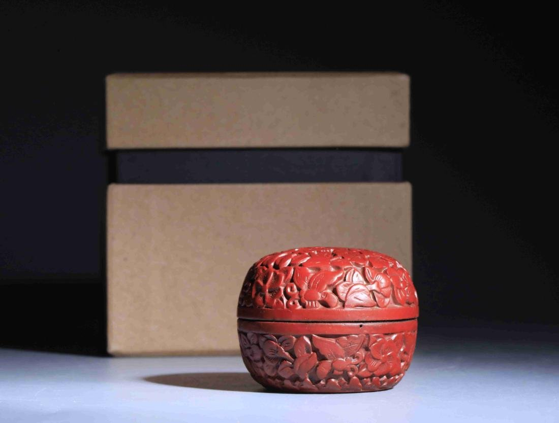 QING DYNASTY LARGE RED PAINTED ROUND POWDER BOX