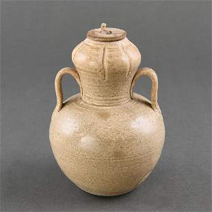 A 'YUE' CELADON DOUBLE-GROUD VASE AND COVER