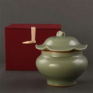 A 'LONGQUAN' CELADON JAR AND COVER