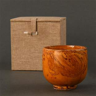 AN AMBER-GLAZED MARBLED CUP