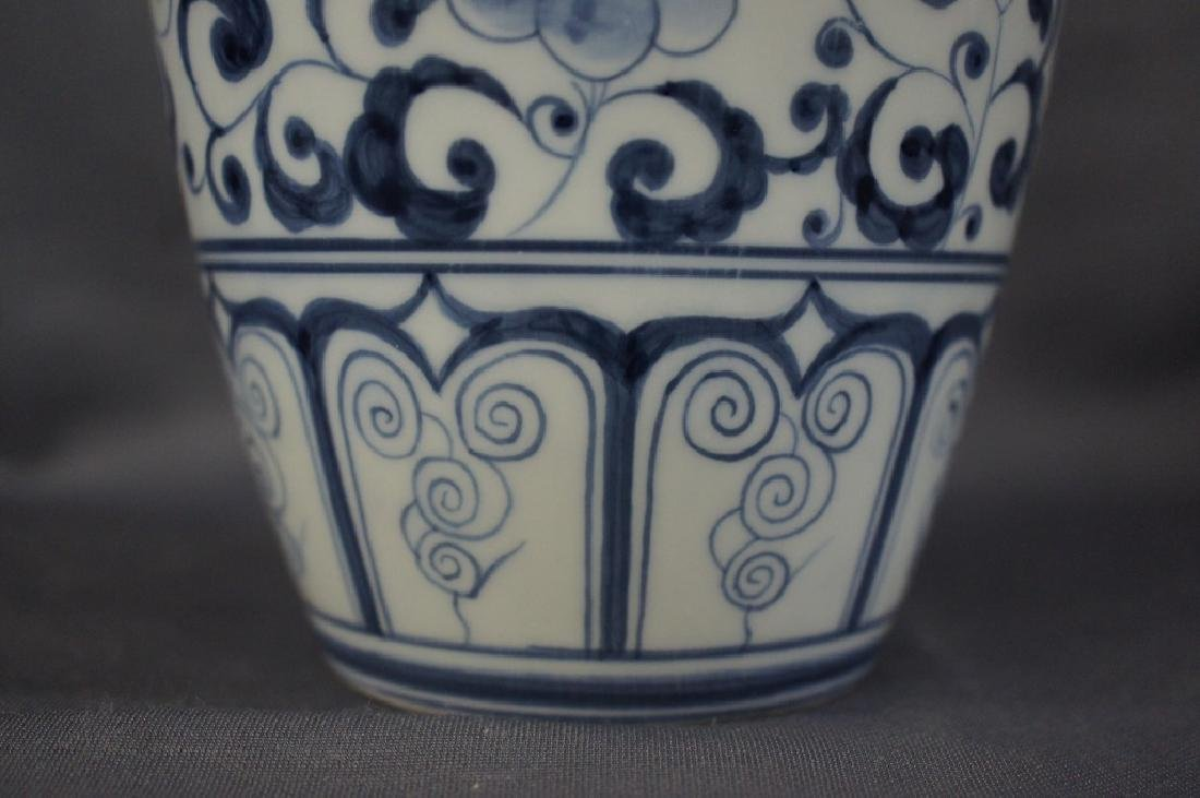 Vintage Blue Willow style vase - 2
