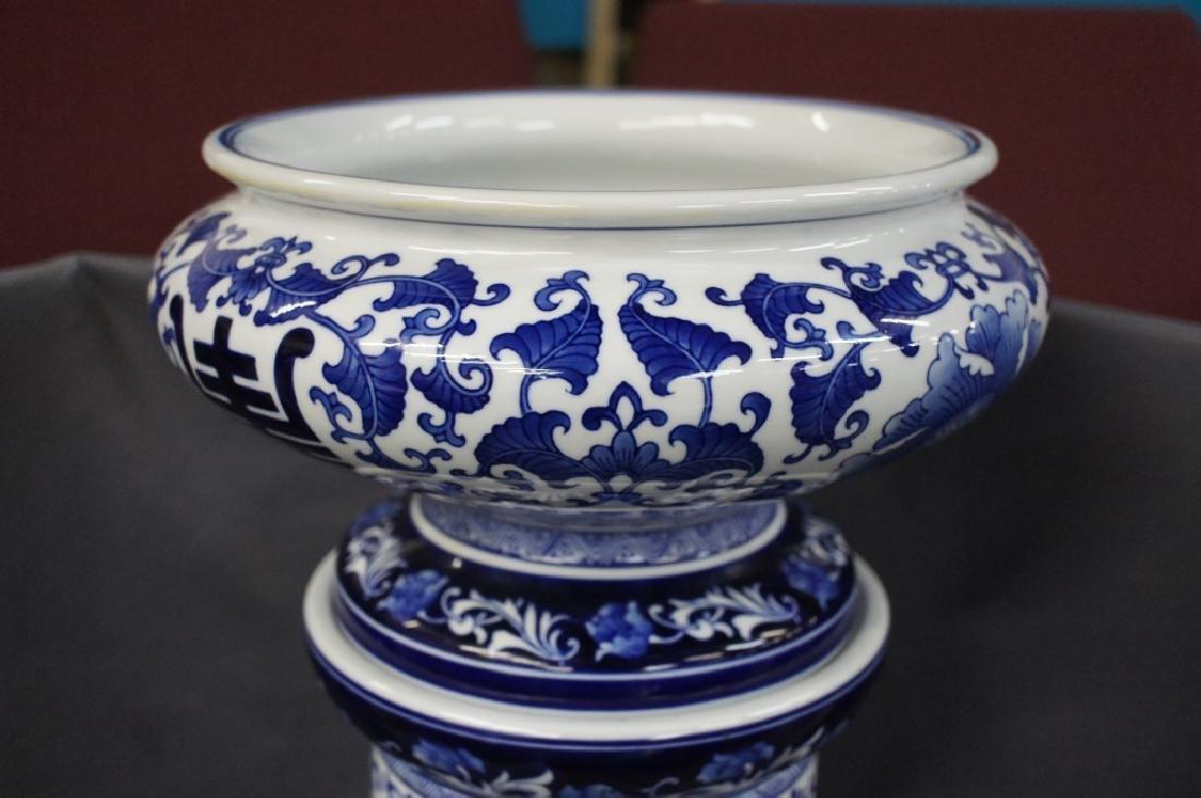 Vintage oriental blue & white jardiniere - 2
