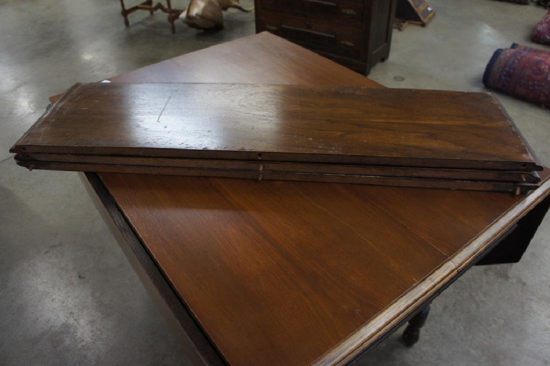 Antique drop lead table with 3 leaves - 4