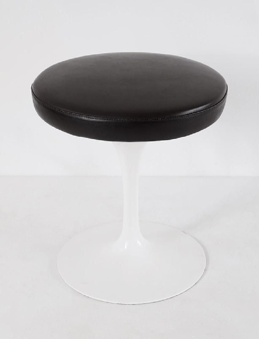 Eero Saarinen, Knoll International, Hocker Tulip