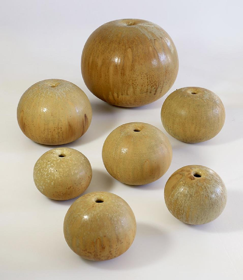 Gotlind Weigel, 7 ball vases