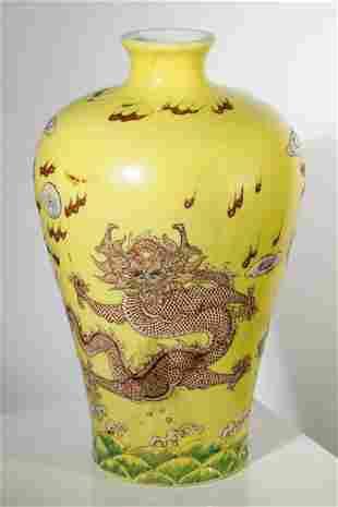 China porcelain Vase with Dragons, Yongzheng Nianzhi