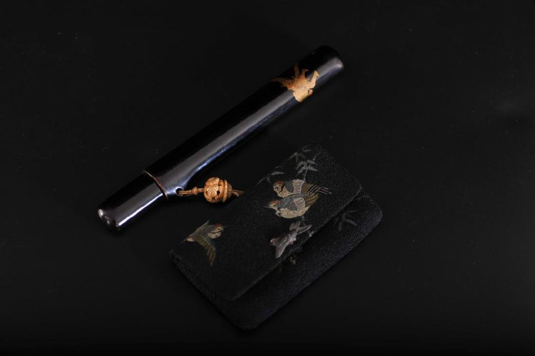 Japanese tobacco case with motif and sumo motif lacquer