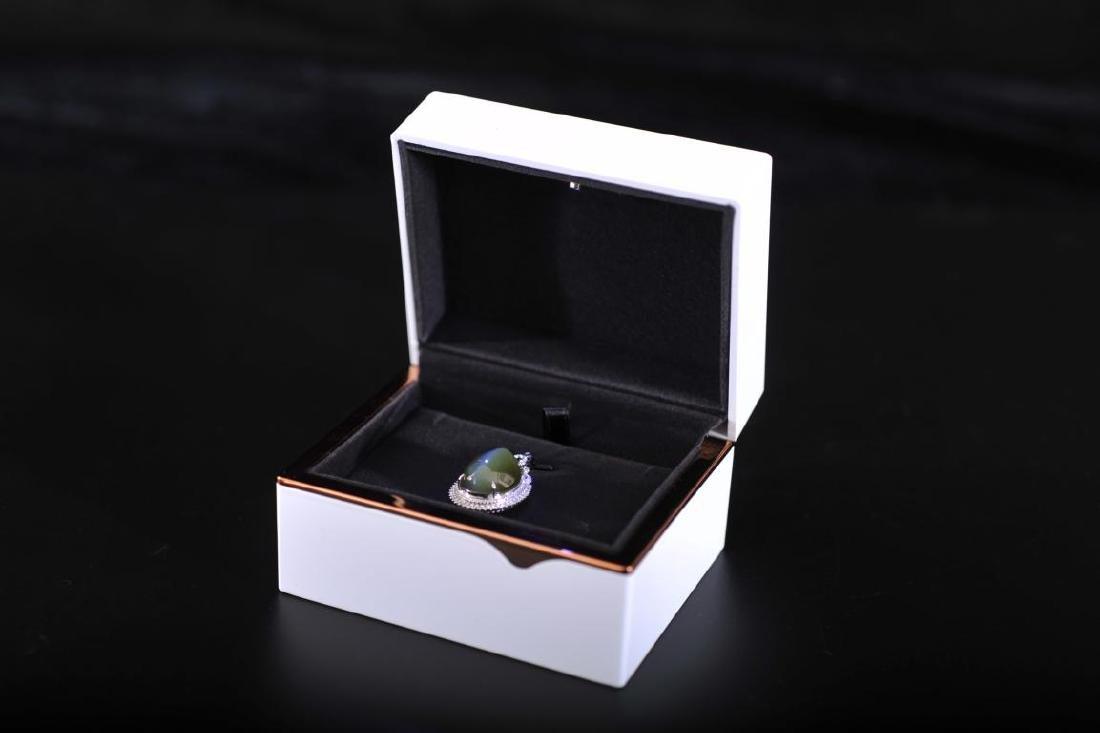 cat eye design jade pendant sorrouded by diamond