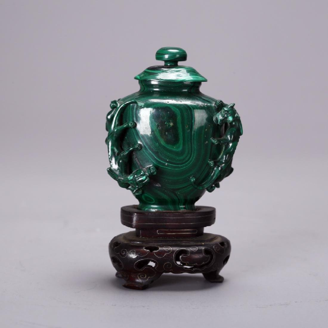 CHINESE CARVED MELACHITE SNUFF BOTTLE - 3