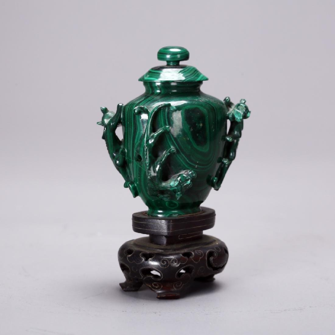 CHINESE CARVED MELACHITE SNUFF BOTTLE - 4