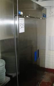 325: TWIN DOOR UPRIGHT REFRIGERATOR
