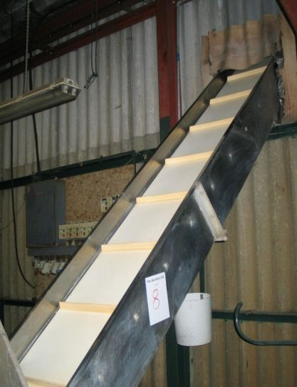 8: Stainless steel inclined flighted belt conveyor