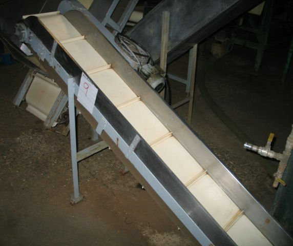 9: Inclined flighted belt conveyor 2.2m x 320mm wide