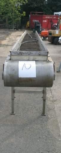 10: Plastic flighted belt conveyor 5.5m x 350mm wide