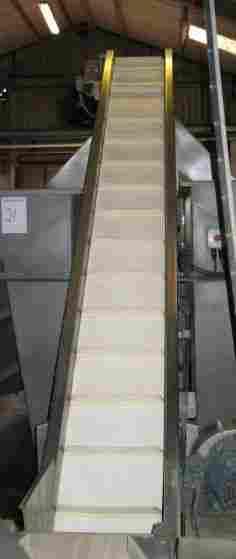 19: Dodman Dl661 Inclined flighted belt conveyor
