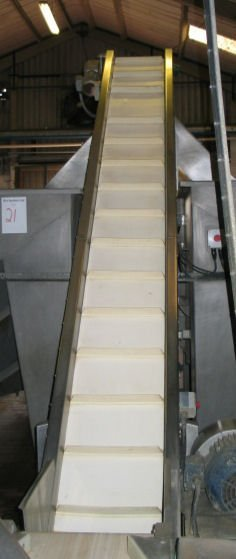 19: Dodman Dl661 Inclined flighted belt conveyor
