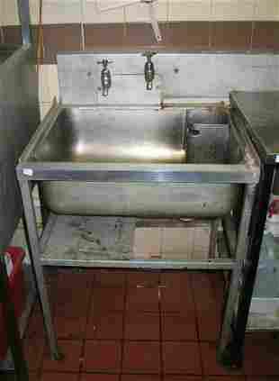 Stainless steel utensil sink