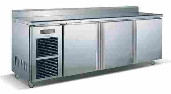 105: 3 Door Stainless Steel Counter Fridge 0 to 10°C 91