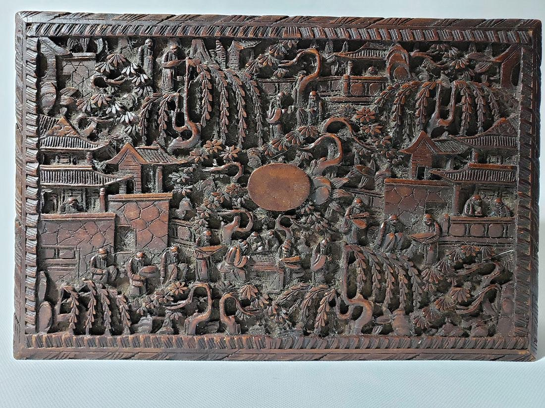 A very fine carved chinese wooden box with figures