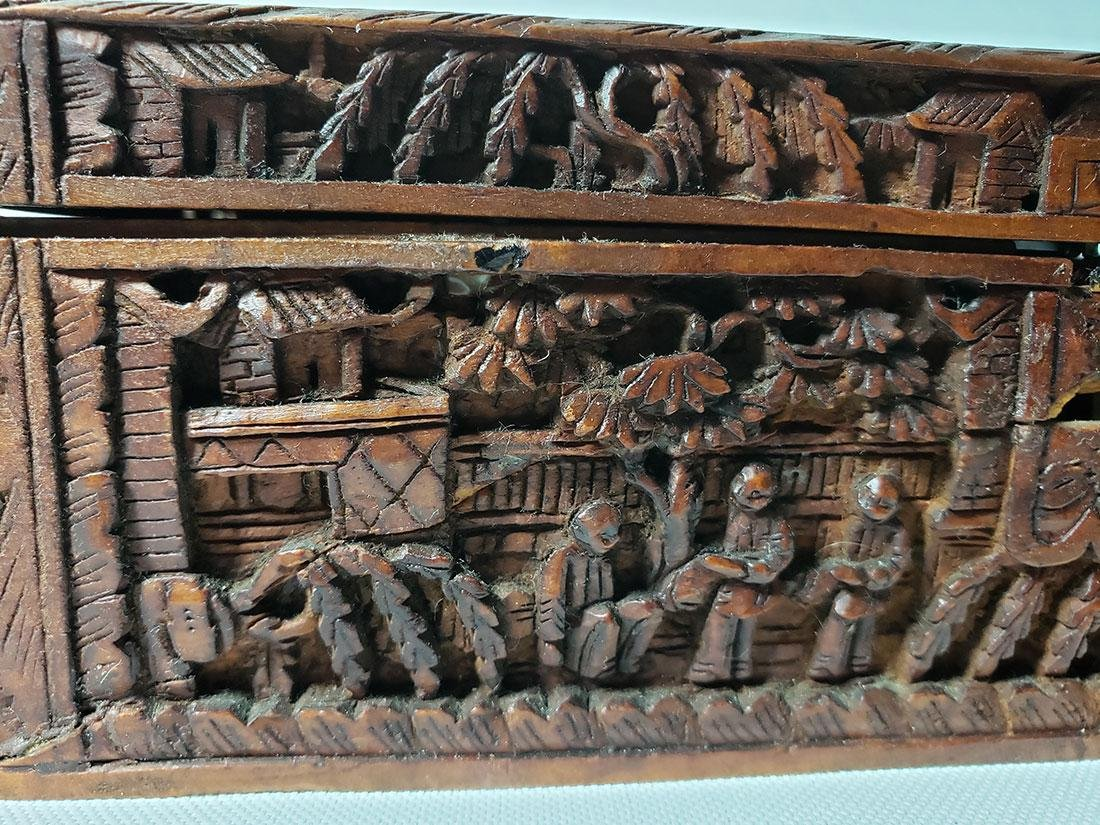 A very fine carved chinese wooden box with figures - 4