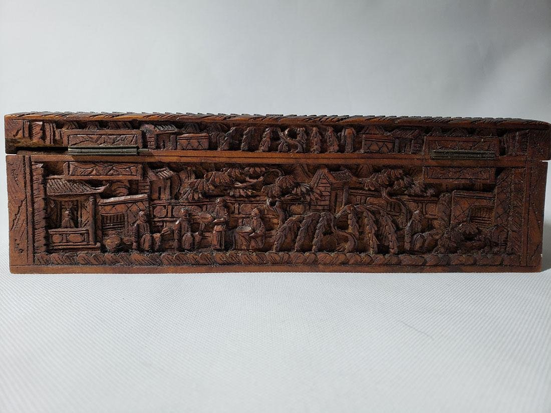 A very fine carved chinese wooden box with figures - 6